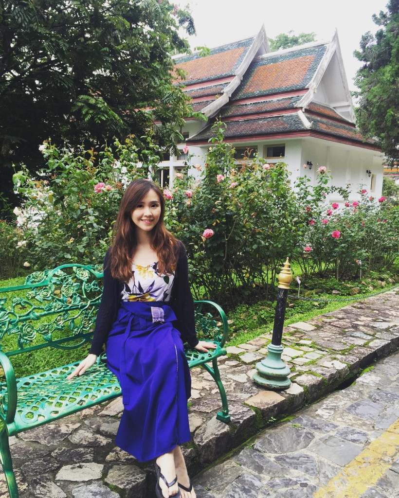 Khuôn viên cung điện rất rộng, cũng là nơi sinh sống của nhiều loài cây quý hiếm. Thỉnh thoảng, Hoàng gia Thái Lan vẫn ghé qua nơi này để nghỉ dưỡng. Người Thái vốn rất tôn sùng và kính trọng Hoàng gia. Do đó, họ đến thăm cung điện với lòng tôn kính trong những ngày nghỉ. Ảnh: @lazarusx7x7, @iwiw1314.