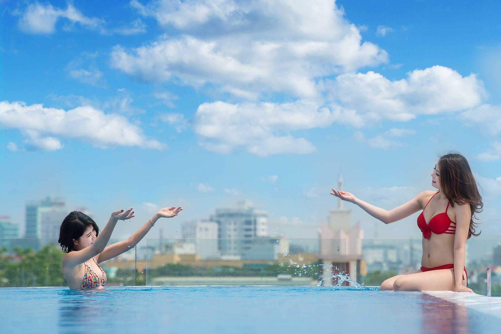 Hồ bơi ở khách sạn Royal Lotus Đà Nẵng
