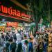 tiem-pad-thai-xep-hang-dai-nhat-bangkok-ivivu-1