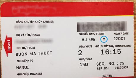 Thông thường hành khách chỉ chú ý đến cửa ra, giờ khởi hành trên vé lên máy bay.
