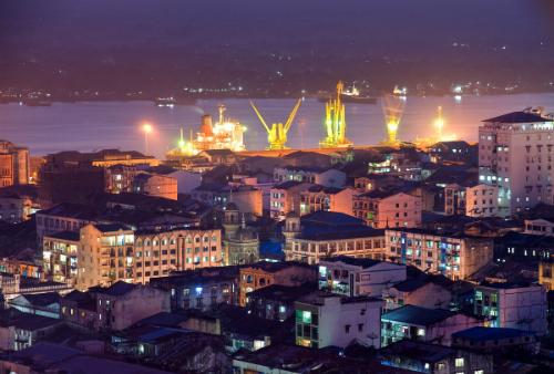 Thành phố Yangon lung linh về đêm: Ảnh: Travelheart.