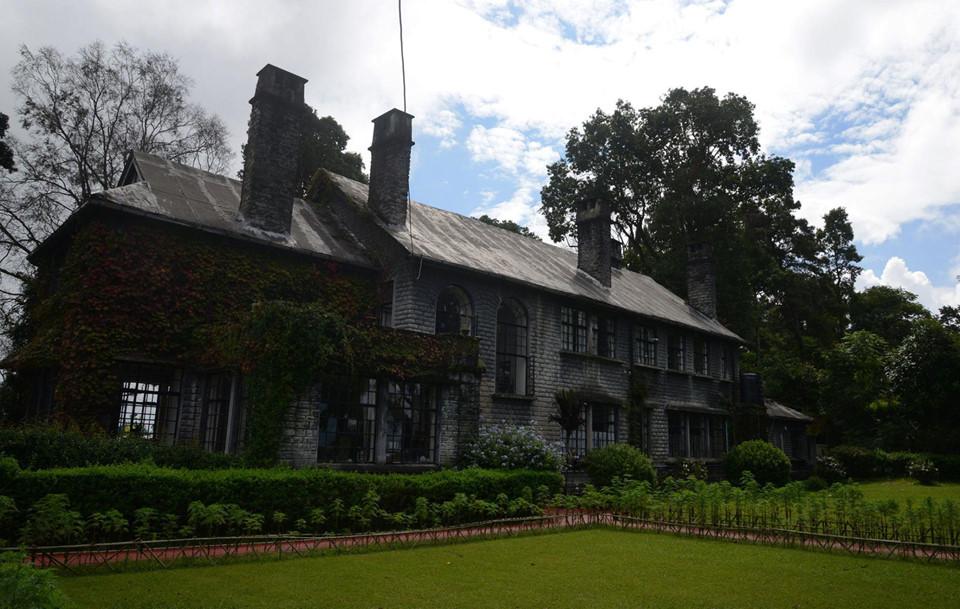 Ngôi nhà của bà Morgan (Ấn Độ): Ngôi nhà được cho là bị ám bởi cựu đệ nhất phu nhân một vị tướng của đế quốc Anh trước đây từng ở. Hiện nay, nó được giữ và sửa sang trở thành một khách sạn nhỏ, mở cửa cho những du khách dũng cảm đến với vùng Kalimpong của Ấn Độ.