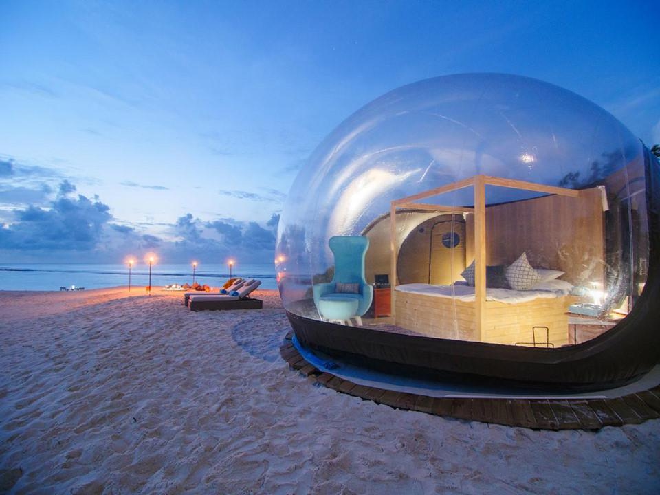 Bubble Beach, Maldives: Nằm trong đảo san hô Baa, Finolhu, khách sạn Bubble Beach thiết kế dành riêng cho các cặp đôi yêu thích kiếm tìm một đêm yên tĩnh dưới các vì sao. Ảnh: Telegraph.