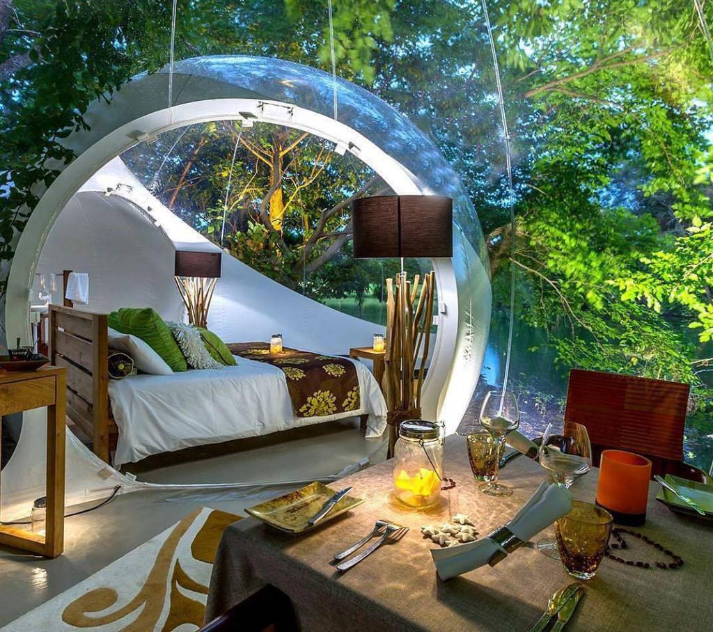Bubble Lodge, Cộng hoà Mauritius: Đảo quốc phía tây nam Ấn Độ Dương nổi tiếng với chuỗi khách sạn bong bóng tuyệt đẹp thu hút nhiều du khách quốc tế. Những mái vòm sinh thái trong suốt này nằm trải rộng xung quanh hồ thiên nhiên của một miệng núi lửa. Ảnh: Afrisday.
