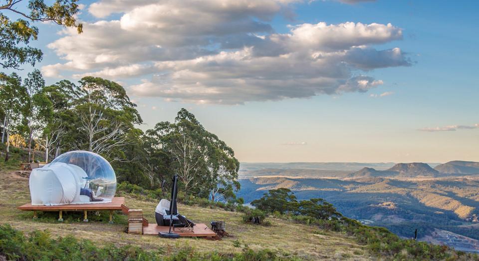 Bubbletent, Australia: Không ít du khách đến Australia bỏ qua vùng nông thôn rộng lớn ở thung lũng Capertee, hẻm núi vĩ đại nhất nước này. Nơi đây nổi tiếng với địa hình gồ ghề của những vách núi đá cao chót vót. Ảnh: Telegraph.