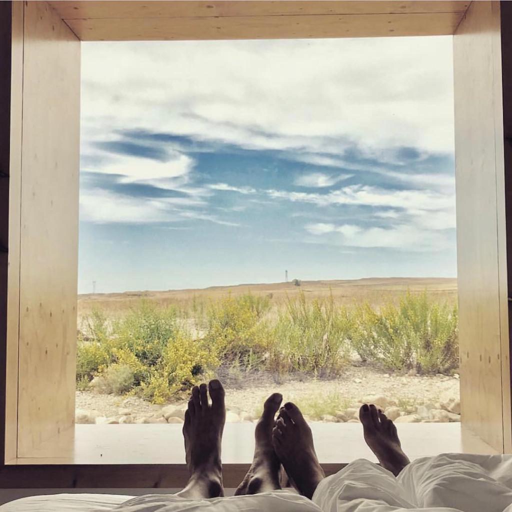 Khách sạn Aire de Bardenas, Tây Ban Nha: Nếu nhiều khách sạn bong bóng hướng đến sự yên tĩnh biệt lập cho các cặp đôi, Aire de Bardenas lựa chọn sự khác biệt khi tập trung phục vụ các nhóm bạn thân, gia đình.