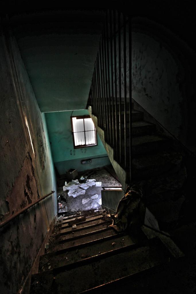 Câu chuyện kể rằng một ngày nọ, người đứng đầu bệnh viện bỗng phát điên và nhốt bệnh nhân làm tù binh. Cùng thời điểm, rất nhiều bệnh nhân và bác sĩ chết một cách bí ẩn ngay trên giường bệnh và bàn làm việc dù trước đó vô cùng khỏe mạnh. Ảnh: 123RF.