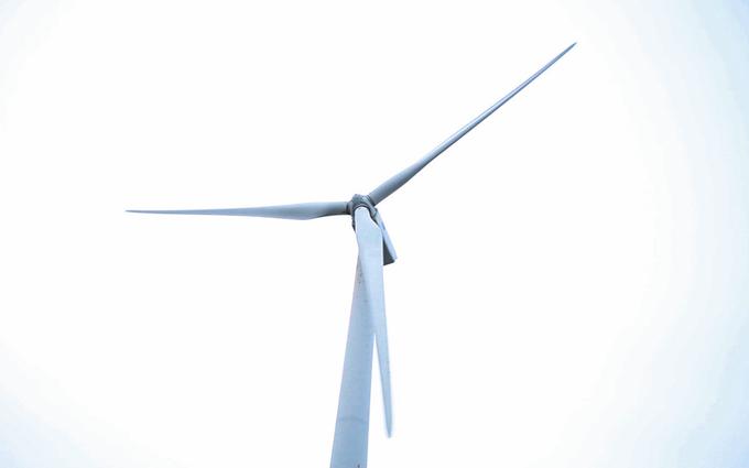 """Mục đích ban đầu của cánh đồng """"cối xay gió"""" khổng lồ này là để khai thác tiềm năng gió của Bạc Liêu và hoà vào lưới điện quốc gia. Vì vậy không phải du khách nào cũng có thể vào tham quan và chụp hình. Nơi đây được canh gác cẩn thận và có người túc trực 24/24h."""