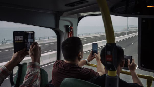 Nhiều tuyến xe nối Hong Kong, Macau và Chu Hải qua cầu - Ảnh: Getty