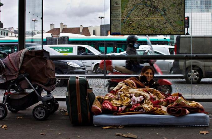 Dưới áp lực ngày càng tăng từ cộng đồng, thị trưởng Paris, Anne Hidalgo, đã tiến hành cuộc điều tra số người vô gia cư của thành phố từ ngày 15/2.