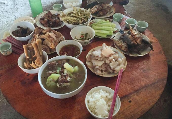 Cá bắt xong, được chế biến cùng những món ăn đặc trưng của đồng bào dân tộc tại đây. Cá nuôi trong ruộng lúa cho thịt thơm ngon, béo ngậy, xương mềm.