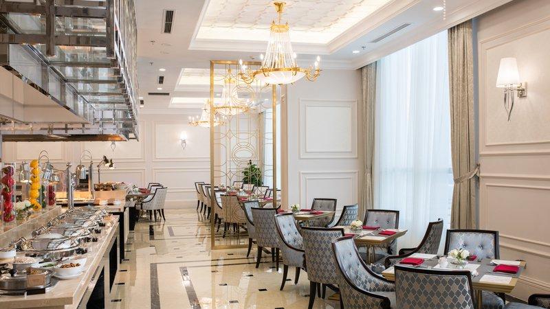 Thưởng thức buffet sáng trong không gian sang trọng tại khách sạn Vinpearl Đồng Hới