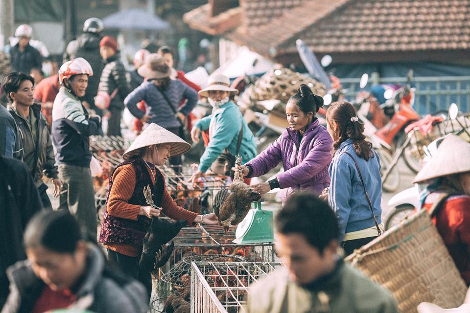 Chợ văn hoá Bắc Hà được họp vào chủ nhật hàng tuần tại trung tâm thị trấn Bắc Hà, huyện Bắc Hà, tỉnh Lào Cai, cách thành phố Lào Cai khoảng 60 km. Phiên chợ này nổi tiếng và có quy mô lớn nhất khu vực vùng cao biên giới.