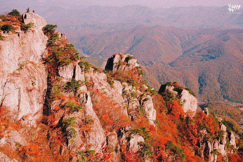 Công viên tỉnh Daedunsan: Tọa lạc tại Nonsan thuộc tỉnh Chungcheongnam-do, công viên Daedunsan được biết đến với những dốc đá cao hùng vĩ. Dốc đá cao nhất có độ cao 878 m so với mực nước biển. Ảnh: @wesc07.