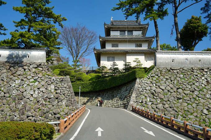Lâu đài Shimabara là địa điểm phải đến ở đây. Công trình nổi tiếng với hệ thống hào xung quanh. Hiện nay, Shimabara là bảo tàng và nơi tổ chức các cuộc triển lãm về văn hoá địa phương.  Ảnh: Pinterest