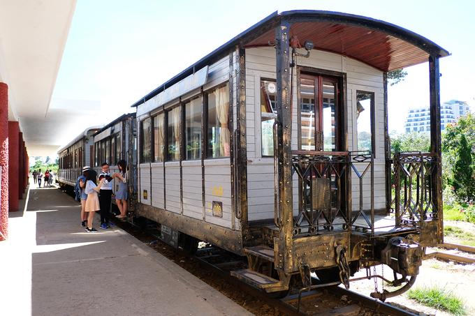Hàng ngày có 5 lượt khách đi và về từ Đà Lạt xuống Trại Mát tham quan.
