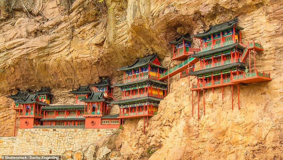 Chùa Treo được xây dựng trên vách đá núi Heng ở Sơn Tây, Trung Quốc từ năm 491. Trải qua hơn 1.500 năm, ngôi chùa vẫn tồn tại thách thức với thời gian.