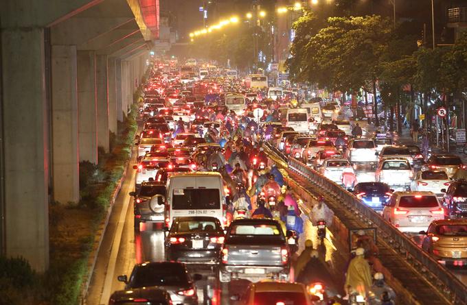 Khách Tây nghĩ: Việt Nam ô nhiễm môi trường vì nơi đây có lượng xe máy lưu thông nhiều, giao thông thường bị tắc nghẽn. Ảnh: Ngọc Thành.