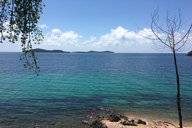 Biển xanh thẳm, rộng lớn nhìn của Nam Du.