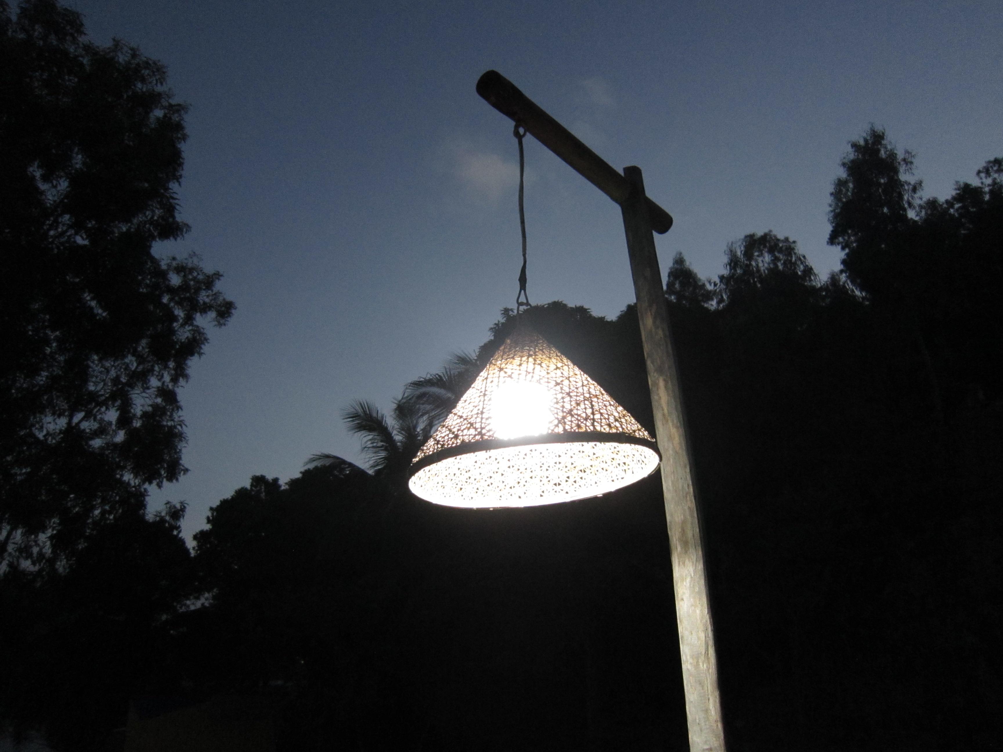 Xã đảo lên đèn dưới trời chạng vạng