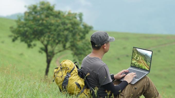 Nhờ những đặc tính mỏng nhẹ, pin lâu và bền bỉ, laptop LG gram 2018 sẽ là người bạn đồng hành trên mỗi cung đường.
