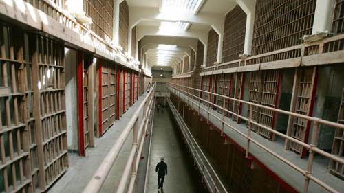 Hệ thống phòng giam trên đảo. Ảnh: CNN.