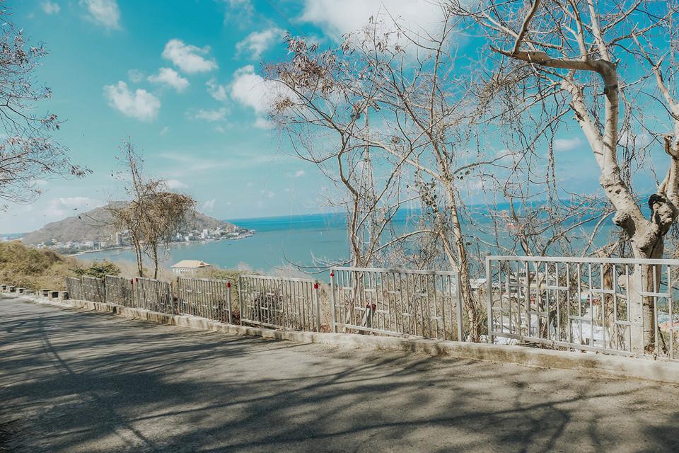 Nằm bên bờ biển thơ mộng, thành phố Vũng Tàu (Bà Rịa - Vũng Tàu) là nơi ưa chuộng của nhiều bạn trẻ với những điểm tham quan quen thuộc như núi Nhỏ, Bửu Sơn Thiền Tự, con đường bông gòn… Ở một góc nhìn khác, nơi đây hiện lên lãng mạn, thơ mộng khiến bạn cảm tưởng như đang đứng giữa bầu trời Hàn Quốc.