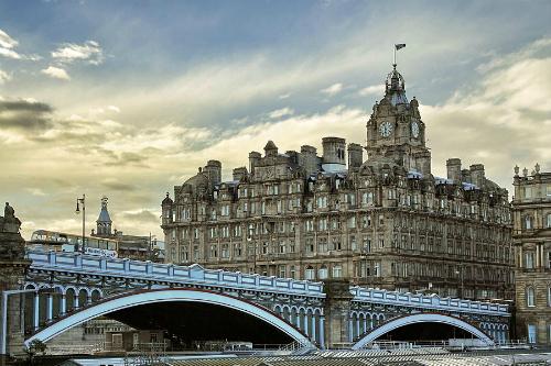 Tháp đồng hồ chưa bao giờ đúng giờ ở Scotland – iVIVU.com