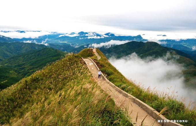 Mặc dù con đường chưa chính thức đi vào hoạt động nhưng đã có rất nhiều du khách tò mò tìm đến để chụp hình. Trong vài năm trở lại đây, Bình Liêu trở thành điểm đến yêu thích của những người đam mê trekking. Khung cảnh thiên nhiên nơi đây còn khá nguyên vẹn, chưa bị ảnh hưởng nhiều bởi du lịch.