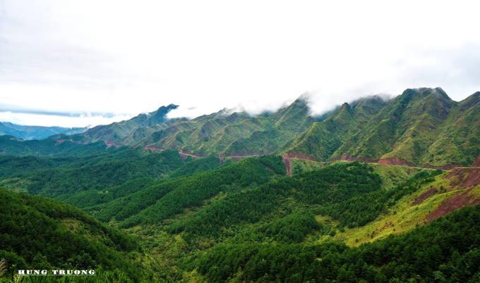 Mỗi mùa Bình Liêu lại mang một vẻ đẹp khác nhau. Mùa xuân là thời gian trăm hoa đua nở khắp núi rừng. Mùa hè là khung cảnh của những thửa ruộng bậc thang vàng óng ánh.