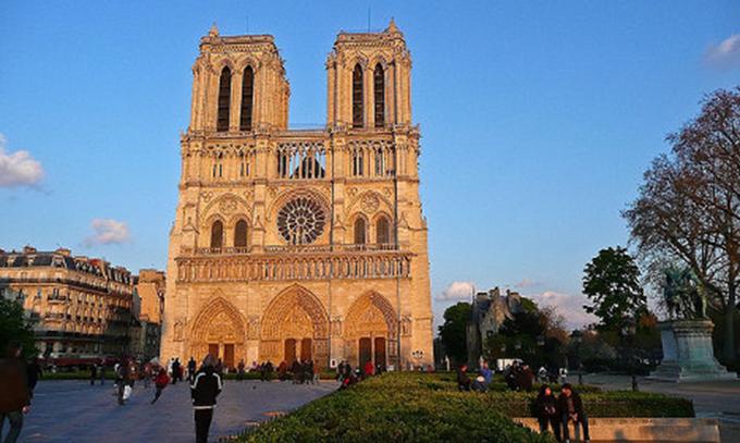 Chuông chính trong Nhà thờ Đức Bà nặng 13 tấn. Nó còn được gọi với cái tên Emmanuel. Ảnh: Local.