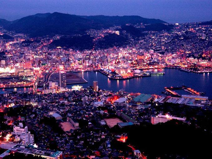 Núi Inasa Đỉnh Inasa nằm ở thành phố Nagasaki, tỉnh Nagasaki. Tuy chỉ cao 333 m nhưng nhờ vị trí thuận lợi, hướng nhìn xuống cảng Nagasaki, Inasa là một trong ba nơi ngắm cảnh đêm đẹp nhất Nhật Bản, chỉ sau núi Hakodate và núi Rokko. Ảnh: Pinterest.  5 điểm du lịch nổi tiếng bậc nhất ở tây nam Nhật Bản Du khách có thể lên đài quan sát ở đỉnh núi để ngắm cảnh, đi cáp treo hoặc tham quan sở thú và công viên Inasayama ngay trong khu vực núi. Ảnh: Hellotravel.