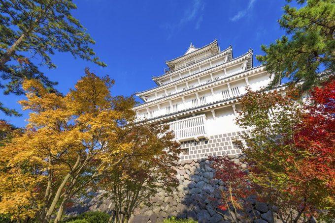 Thành Shimabara Nằm ở thành phố cùng tên thuộc tỉnh Nagasaki, tòa thành Shimabara do tướng Matsukura Shigemasa xây trong 7 năm vào thời Azuchi Momoyamaki (1573 – 1603). Do có quan hệ mật thiết với Cơ Đốc giáo, ngày nay tháp canh của tòa thành được khôi phục làm phòng tư liệu trưng bày tài liệu lịch sử về tôn giáo này. Ảnh: GaijinPot.