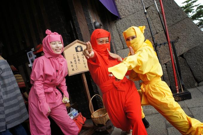 Du khách tới thành Shimabara có cơ hội hóa trang thành Ninja hoặc Samura và thoải mái chụp ảnh kỷ niệm. Ảnh: Feliciazoe.