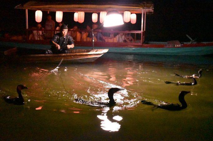 Các khu nghỉ dưỡng ở Harazuru còn thường niên tổ chức các hoạt động để hấp dẫn khách như câu cá bằng chim cốc, lễ hội thảo mộc. Ảnh: Fukuoka Now.