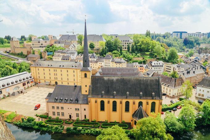 Luxembourg chỉ có diện tích là 2.856 km². Khi lên kế hoạch du lịch ở đây bạn có thể dễ dàng trải nghiệm hết vẻ đẹp của đất nước này. Hãy bỏ túi 6 điều sau để có thể có một chuyến du lịch Luxembourg với trải nghiệm đầy đủ nhất. Ảnh: Handluggageonly.
