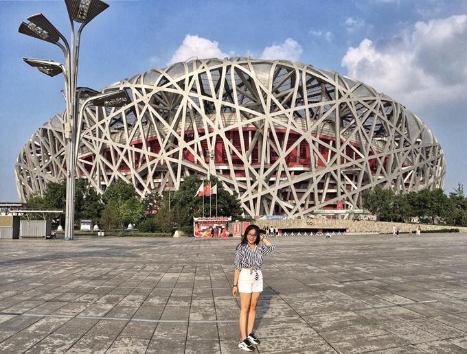 Sân vận động Tổ Chim với sức chứa 100.000 người cũng là địa điểm check in quen thuộc của du khách khi tới Bắc Kinh.