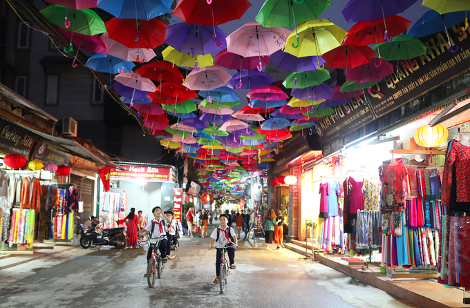 Ông Phạm Khắc Hà, Chủ tịch Hiệp hội Làng nghề dệt lụa Vạn Phúc cho biết Tuần lễ Văn hóa, Du lịch năm nay gồm 3 phần chính là phần Lễ, phần Hội và phần Thương mại quảng bá làng nghề.