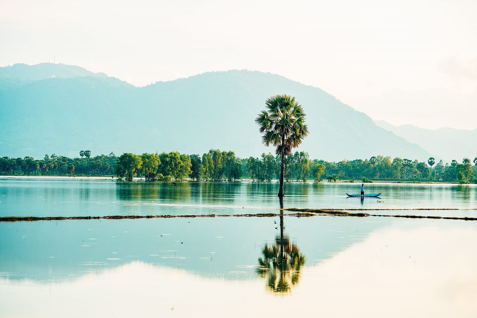 Mùa nước nổi bình yên - Ảnh: MINH TRUNG