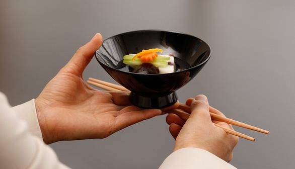 Hãy nói những từ ngữ thể hiện sự trân trọng trước, trong và sau bữa ăn - Ảnh: www.hotelokura.co.jp