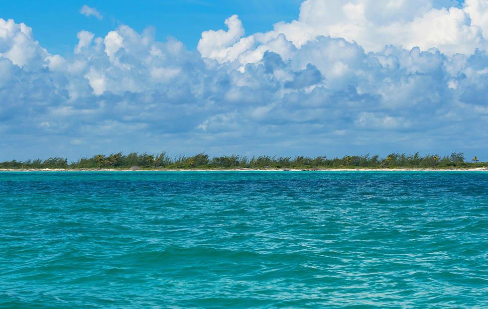 Bờ biển đảo Cozumel, Mexico nhìn từ phía xa - Ảnh: Pommeyrol Vincent/Shutterstock