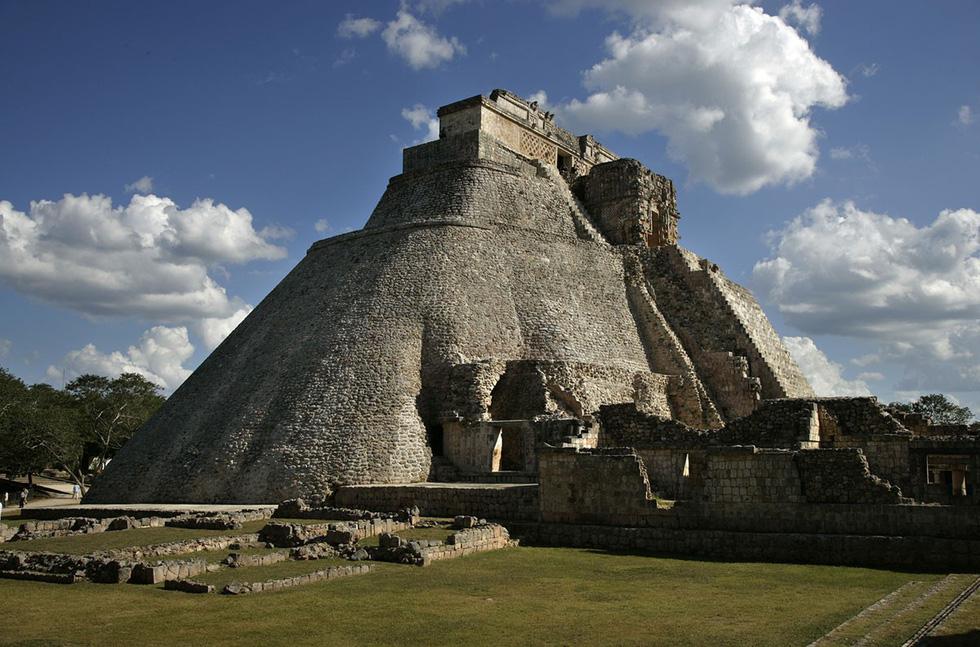 Tàn tích kim tự tháp Pháp sư của người Maya tại thành phố cổ Uxmal - Ảnh: Brooks Kraft/Corbis/Getty
