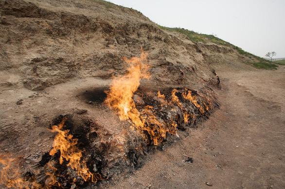 Những ngọn lửa như thế này khá phổ biến tại Azerbaijan - Ảnh: TWITTER