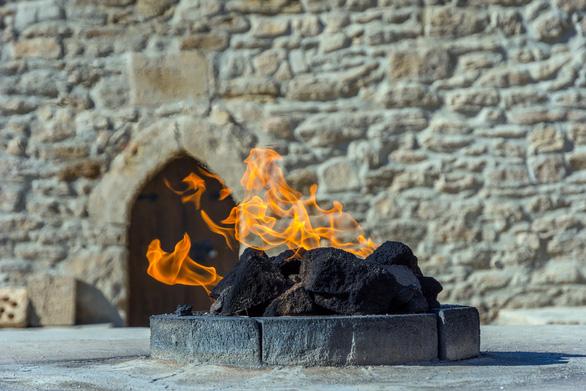 Lửa là một thứ linh thiêng trong văn hóa của người Azerbaijan - Ảnh: CNN
