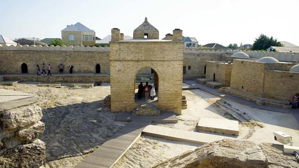 Đền thờ lửa Ateshgah - Ảnh: CNN