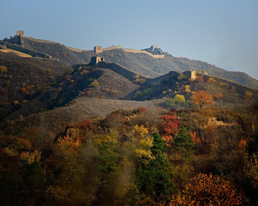 Vạn Lý Trường Thành được đánh giá là một trong những điểm đông khách du lịch nhất thế giới. Để chụp được những bức ảnh phong cảnh đẹp, vắng bóng người không phải điều dễ dàng. Ảnh: Emerald Watcher.