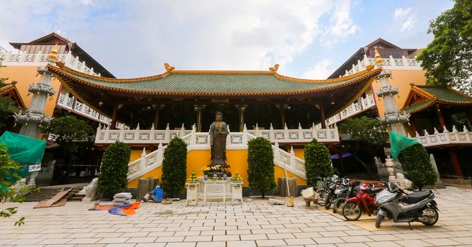 Chùa Viên Giác (đường Bùi Thị Xuân, quận Tân Bình, TP HCM) được xây dựng năm 1955. Ban đầu, chùa chỉ là một amnhỏ, đến năm 2001 mới được xây dựng thêm các công trình quy mô lớn như hiện tại.