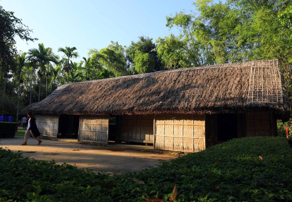 Ngôi nhà tranh 5 gian của cụ Hoàng Đường và cụ Nguyễn Thị Kép, ông bà ngoại của Chủ tịch Hồ Chí Minh. Trong căn nhà này, năm 1868, bà Hoàng Thị Loan - thân mẫu của Chủ tịch Hồ Chí Minh - đã chào đời.