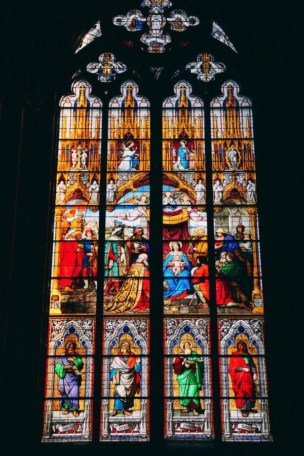 Nhà thờ được xây dựng theo phong cách Gothic, được UNESCO đánh giá là một trong những công trình kiến trúc Gothic đẹp nhất châu Âu. Vào năm 1996, nhà thờ được công nhận là di sản thế giới.  Bên trong nhà thờ, các bức tường xung quanh đều được vẽ bằng những bức tranh kể về các câu truyện Thánh và được lắp đặt các cửa sổ kính pha lê màu.