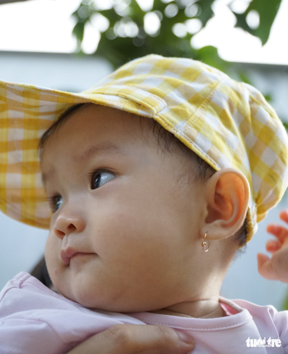 Nâng cao giá trị sử dụng của sản phẩm dệt choàng bằng những phẩm tiện ích, đẹp mắt như chiếc nón trẻ em này đang rất được ưa chuộng - Ảnh: NGỌC TÀI